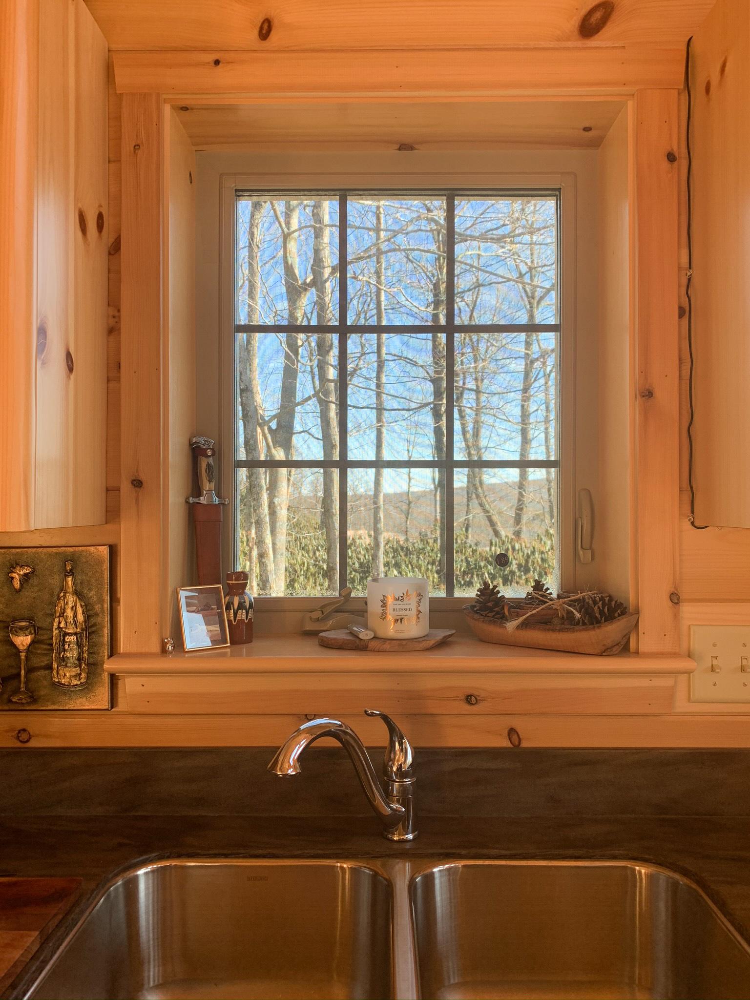kitchen in cabin in jim thorpe pa