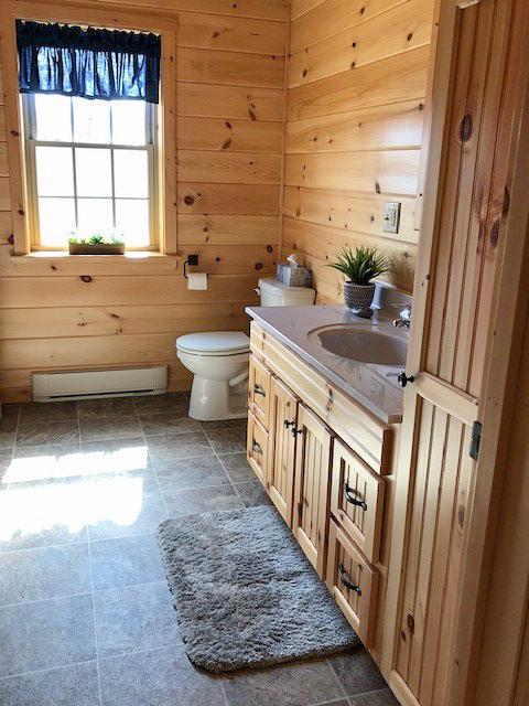 bathroom in cabin in jerfferson new hamshire