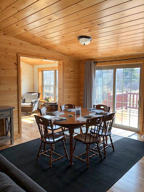 dining room in cabin in jerfferson new hamshire