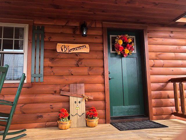front door of cabin in jerfferson new hamshire
