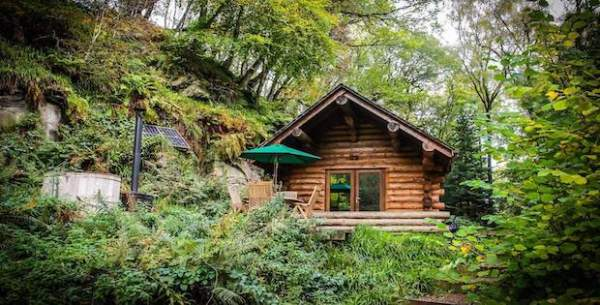 log cabin home in woods