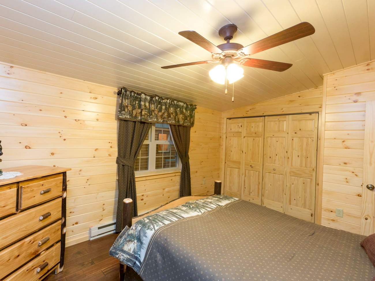 White Ceiling for Modular Cabin